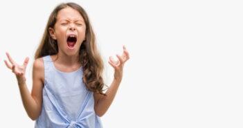 Aggressives Kind: Erziehungstipps & Therapien