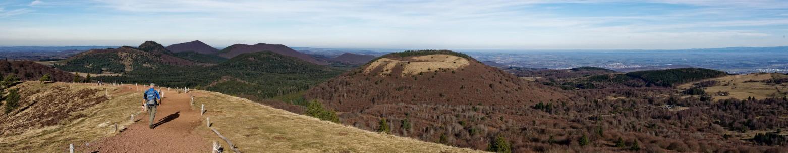"""Die Auvergne bietet tausenderlei Sehenswürdigkeiten wie """"Vulcania"""" auf dem Puy-de-Pariou. (#1)"""