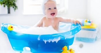 Baby baden: Wie oft ist es erlaubt und welche Regeln sind zu beachten