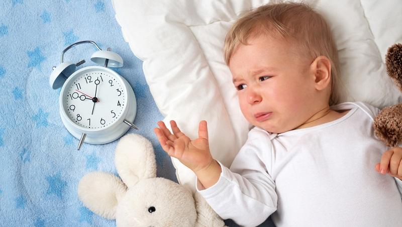 Insbesondere die Schmerzen durch Zähne oder Bauchkoliken sind für Babys ein echtes Problem.