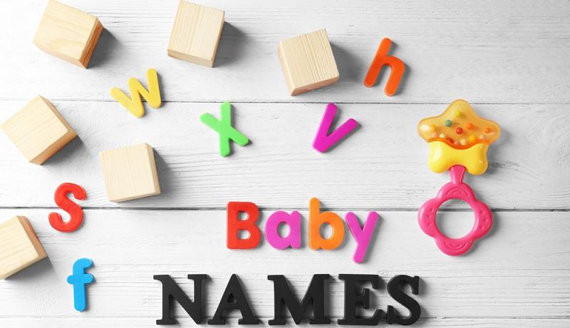 Zunächst sollte sich das Paar nicht stressen. In den ersten Monaten bleibt viel Zeit über den passenden Namen nachzudenken. Entschieden werden muss sich jedoch spätestens im Krankenhaus, bei der Geburt des Kindes. (#04)