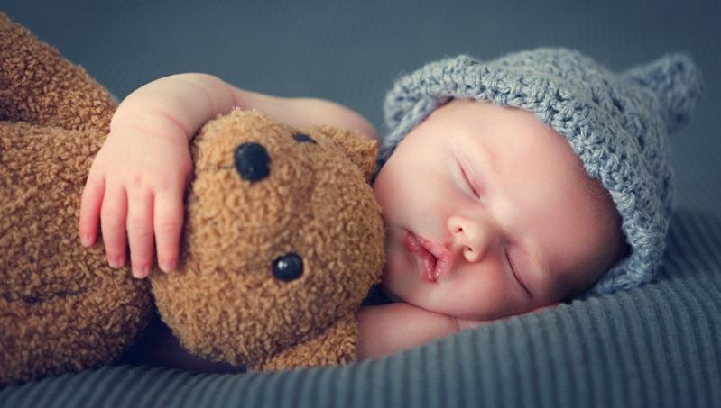 Es ist wichtig, sich fürsorglich um das Baby zu kümmern und es nicht zu vernachlässigen. Die Neugeborenen fühlen sich noch fremd und müssen sich erst an das Leben außerhalb des Mutterleibs gewöhnen. (#01)