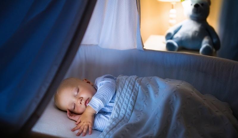 Ein Babyfon hilft dabei, den Schlaf des Babys zu kontrollieren. (#02)