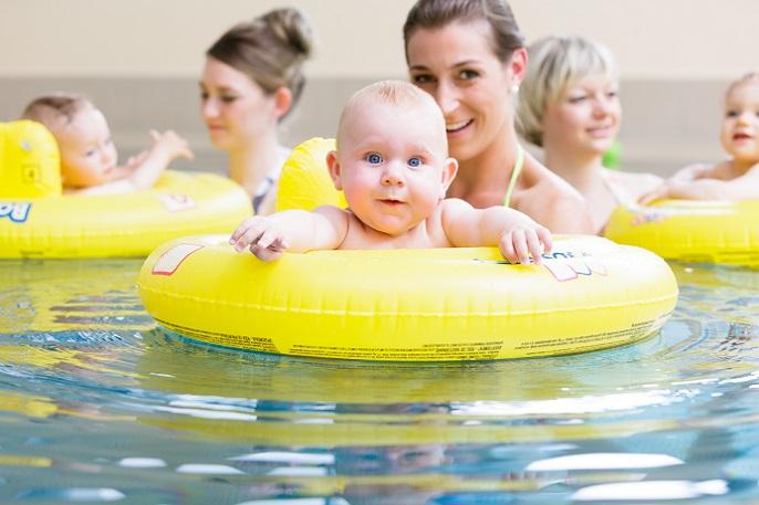 Gute Vorbereitung ist bekanntlich die halbe Miete und das gilt auch fürs Babyschwimmen. Wenn Sie regelmäßig ins Schwimmbad gehen, ist eine Schwimmtasche eine praktische Anschaffung. (#01)