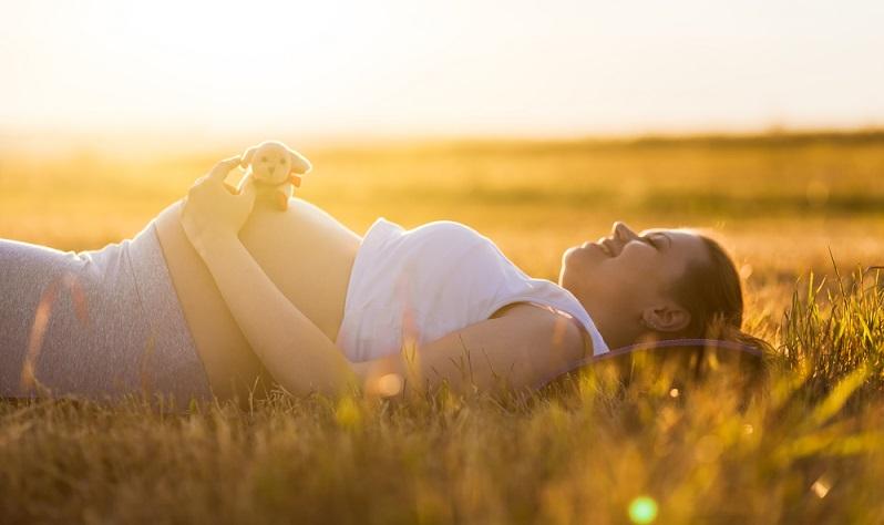 Auf eine baldige Geburt weisen Beschwerden wie Schlaf- und Appetitlosigkeit hin. Aber auch Müdigkeit oder Unruhe können erste Anzeichen sein. Häufig fallen Schwangeren diese Symptome aber nicht auf. ( Foto: Shutterstock-Romvy)