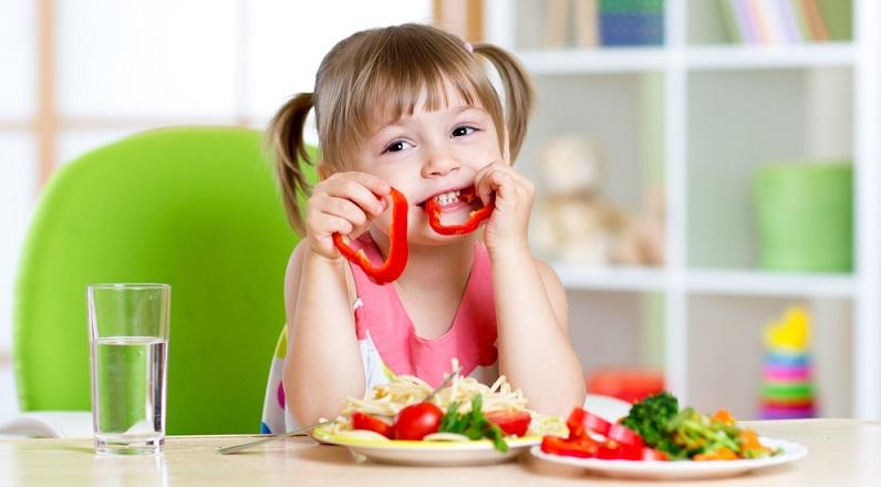Kinder lieben Süßes und das ist auch ganz natürlich, denn schon die Muttermilch hat einen leicht süßlichen Geschmack. (#05)