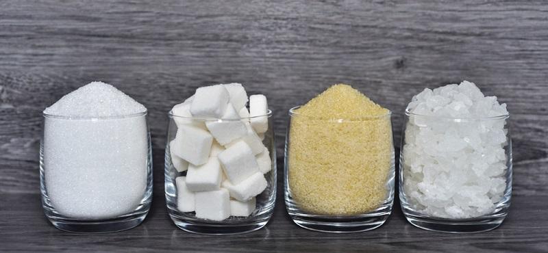 Monosaccharide oder Einfachzucker bestehen nur aus einem Zuckermolekül und sind somit die kleinsten Kohlenhydrate, die sich nicht weiter aufspalten lassen. (#01)