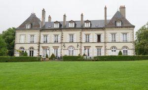 Ob man im Familienurlaub im Chateau d'YGrande - einem Hotel-en-Auvergne - absteigen und sein blaues Blut pflegen möchte, bleibt jedem Urlaubsbaron selbst überlassen. Die Möglichkeit besteht jedenfalls... (#3)