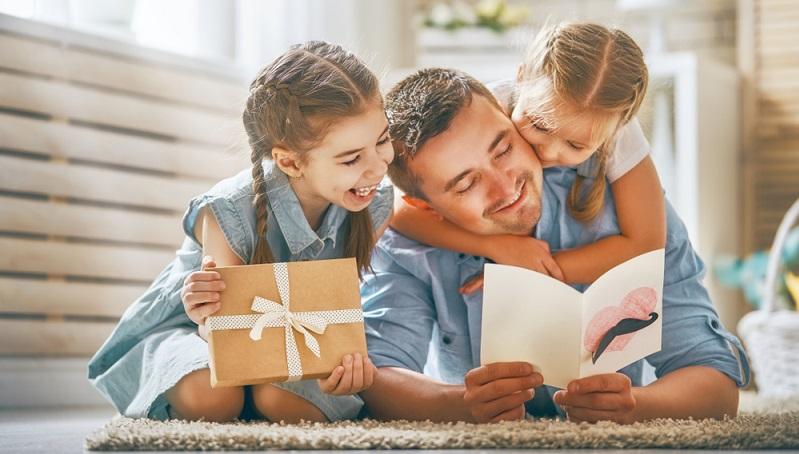 """Wer nicht nur """"Danke, Papa"""" sagen, sondern sein Danke mit einem Geschenk unterstreichen möchte, hat es oft nicht leicht."""