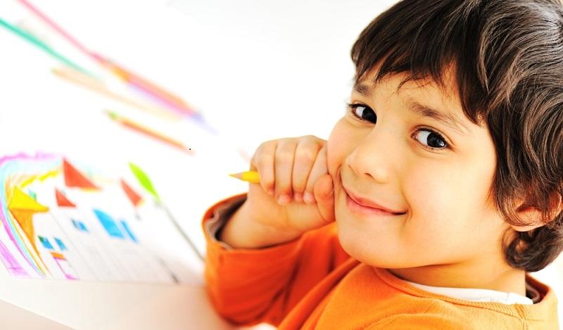 Einschulung Kind: Das Lernen von Schreiben und Rechnen beginnt jedoch nicht erst mit dem Eintritt in die Schule. (#02)