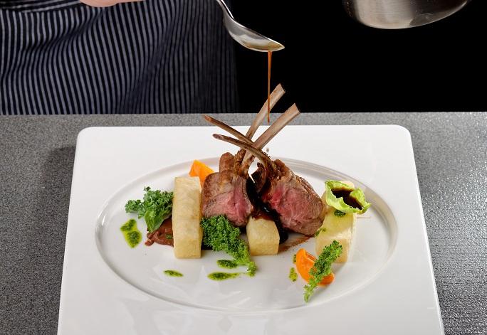 Zuletzt zahlte man in Ferran Adrias Restaurant über 300 Euro für ein solches, kunstvolles Menü. (#03)