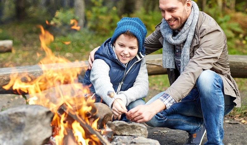 Kinder haben tausend Fragen und stellen uns so manches Mal vor ein Rätsel. Bereiten Sie sich auf das Thema Feuererziehung daher lieber ein wenig vor, damit Sie nicht plötzlich vor Fragen stehen, die Sie nicht beantworten können. (#01)