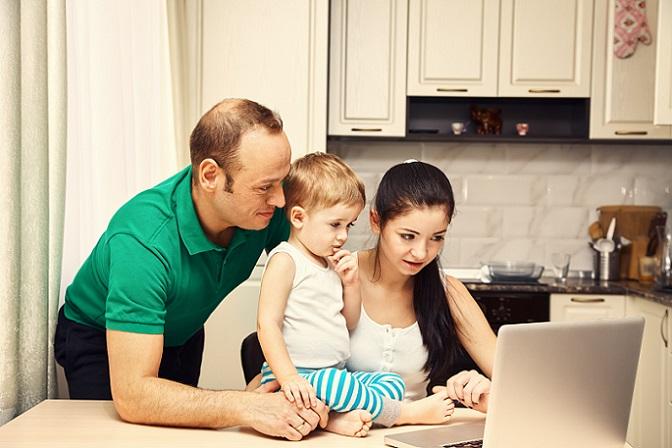 Entscheiden sich beide Partner, in Elternzeit zu gehen, so wurde ein spezifischer Anreiz geschaffen. Geht ein Partner auch zwei Monate in Elternzeit, so wird das Elterngeld ganze 14 Monate lang gezahlt. (#04)