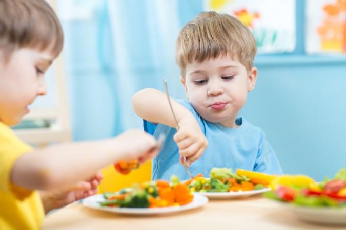 Probieren Sie mir Ihrem Kind aus, was ihm am Besten schmeckt. Ganz egal ob das Gemüse für Kinder als Brei, als weiches Buttergemüse oder als Rohkost auf den Tisch kommt. Es zählt was Schmeckt! (#2)