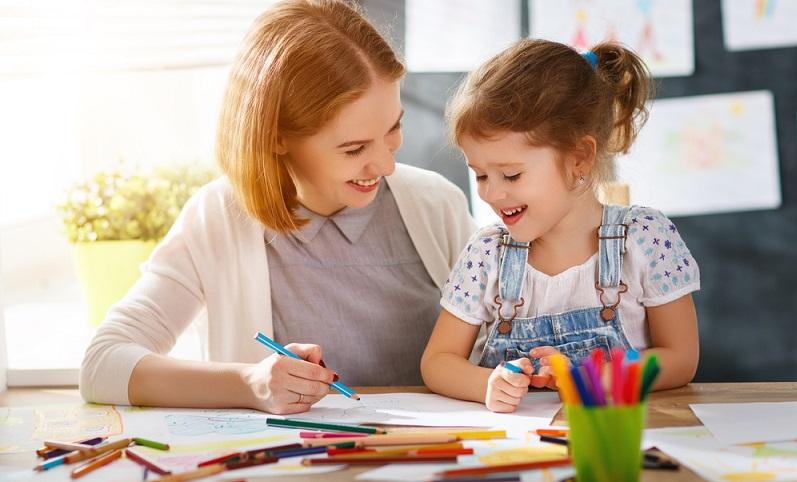 Manchmal sind schon Vierjährige relativ geschickt, in anderen Fällen fehlt es mit fünf oder sechs Jahren noch an der Feinmotorik. (#03)