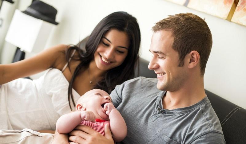 In klassischen Familienverhältnissen geht der Mann arbeiten und bringt das Geld nach Hause. (#2)