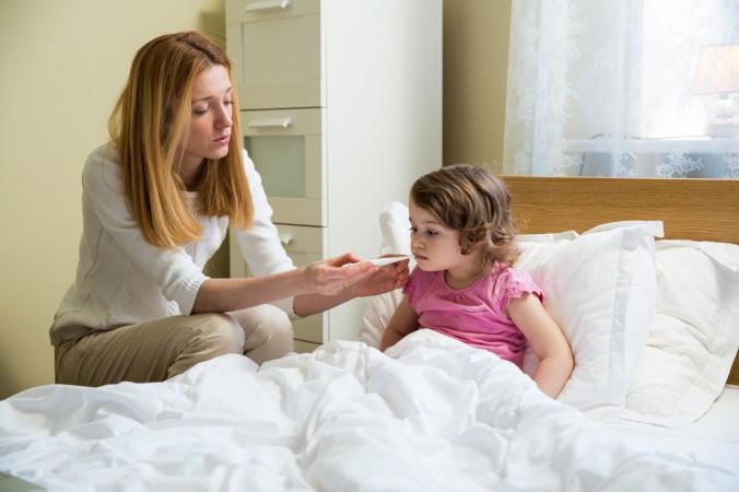 Wenn von hohem Fieber die Rede ist, dann sind damit Temperaturen von über 39 Grad Celsius gemeint. Diese halten über mehrere Tage an und bringen dabei auch Schüttelfrost und Muskel- sowie Rückenschmerzen mit sich. (#1)