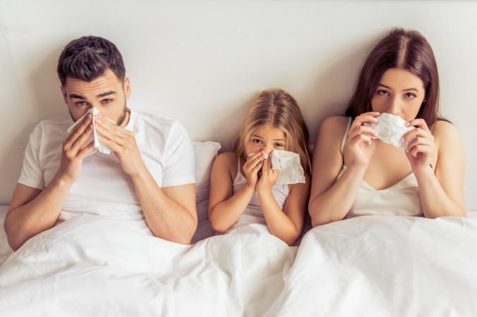 Und wenn sich doch die komplette Familie angesteckt hat? Dann können Hausmittel oder ärztlich verordnete Medikamente helfen - aber Achtung: Erwachsene und Kinder bekommen nicht die gleichen Dosierungen der Medikamente. (#4)