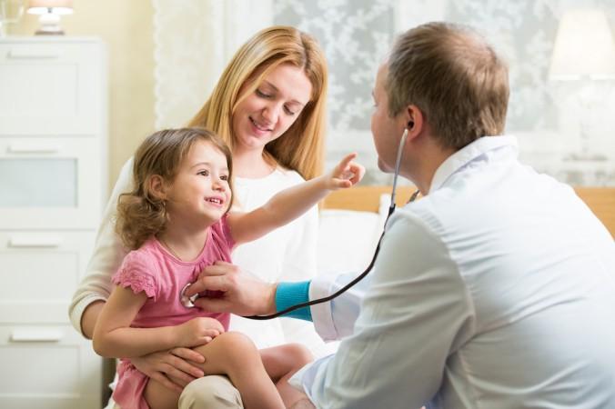 Die Grippe ist auch dann noch ansteckend, wenn das Abklingen schon zwischen drei und fünf Tage her ist. Im Zweifel sollte ein Arzt dieGenesung bestätigen, bevor das Kind wieder in den gewohnten Alltag zurück kehrt. (#2)