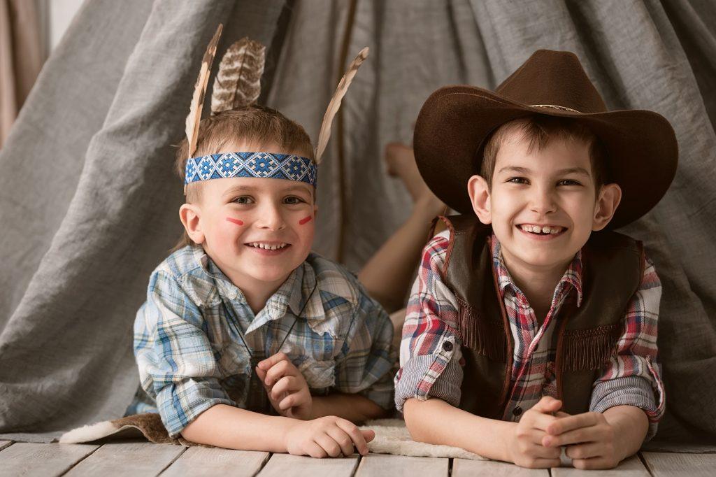 Die Jungs sind begeistert von der Mottoparty zum Kindergeburtstag