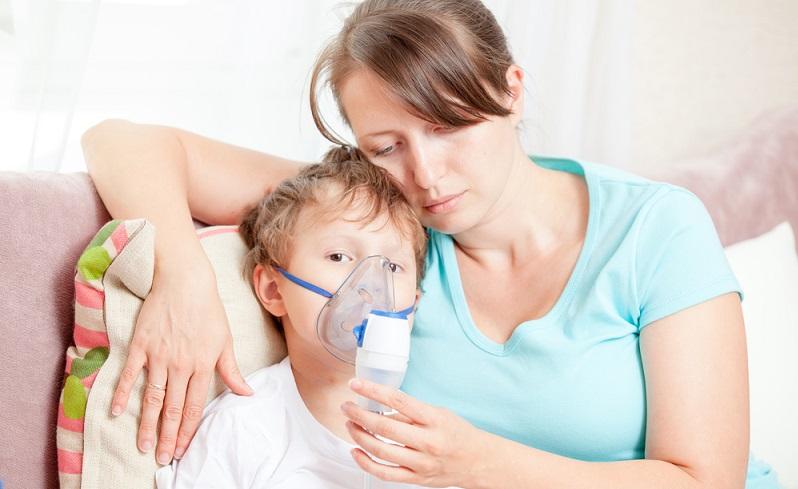 Anderes als viele andere Kinderkrankheiten wird Keuchhusten nicht durch Viren, sondern durch Bakterien ausgelöst.