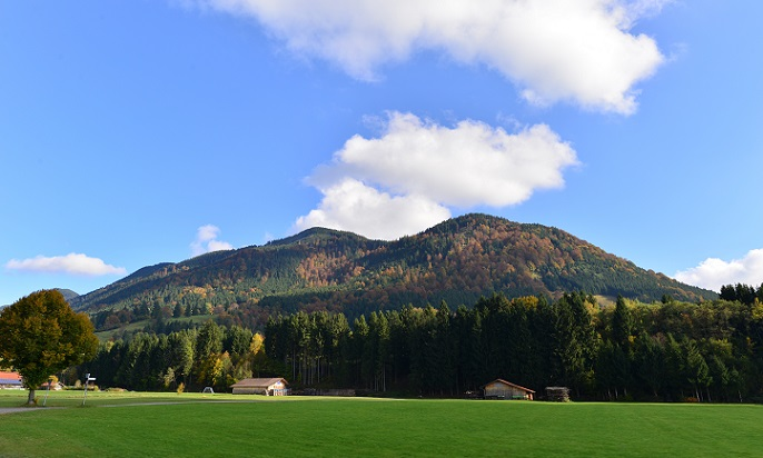 In den Ammergauer Alpen existieren einige Kurzentren, die Moorbadanwendungen zur Beendigung von Kinderlosigkeit anbieten. (#03)
