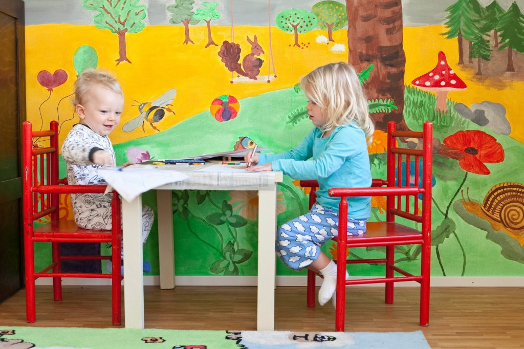 Kinderzimmer: In dieser Ecke mit den fröhlichen Farben, darf gespielt und getobt werden