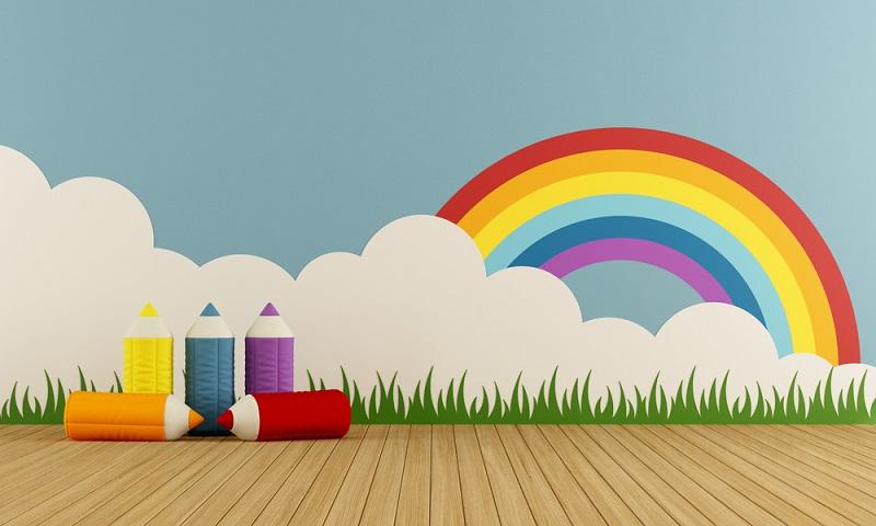 Wenn Sie es gerne bunt aber dennoch natürlich mögen, dann können Sie das Kinderzimmer mit einem farbenfrohen Regenbogen dekorieren.