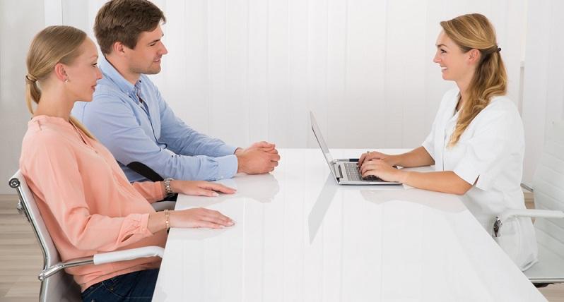 Die erfahrenen Mediziner raten den betroffenen Paaren daher zu einer psychologischen Betreuung, nicht nur am Anfang der Behandlung, sondern auch noch später. (#03)