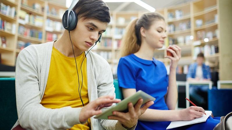 Lernen ist eine sehr individuelle Sache und die zahlreichen Tipps können nicht allgemeingültig gesehen werden. Dennoch bieten sie natürlich einen Anhaltspunkt und zeigen mögliche Wege auf. Ganz wichtig dabei ist immer die Motivation. (#01)