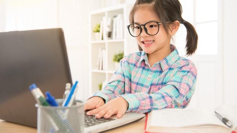 Wer möglichst effektiv lernen möchte, muss bereits die Grundlagentechniken des Lernens beherrschen. Diese wiederum müssen in der Grundschule vermittelt werden. Hilfreich sind auch Computerprogramm und Online-Lernhilfen, denn sie vermitteln ebenfalls das effektive Lernen. (#02)