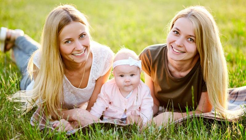 Die meisten betroffenen homosexuellen Mütter und Väter würden sich angeblich für eine künstliche Befruchtung entscheiden. (#01)