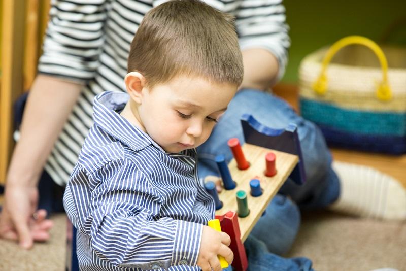 Das Konzept der Montessori-Pädagogik wird nach dem Kindergarten weitergeführt. Die Kinder sollen früh lernen, Verantwortung zu übernehmen und sich dabei bestmöglich zu entwickeln. (#05)