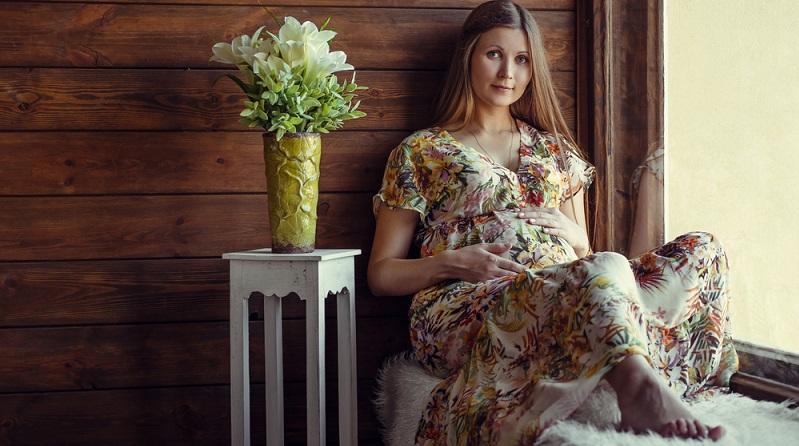Die Schwangerschaft einer Frau ist in drei Trimester unterteilt. Jedes Trimester umfasst dabei einen Zeitraum von drei Monaten. (#04)