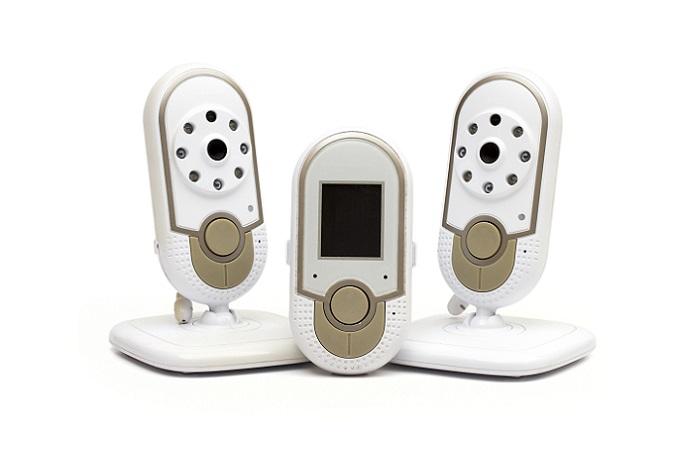 Einer der beliebtesten Klassiker, um das Baby immer im Blick zu haben, ist das Babyphone. Nach wie vor werden die zuverlässigen Geräte hergestellt und in verschiedenen Ausführungen angeboten. (#01)