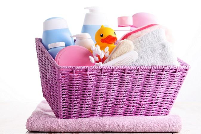 Ab und an Eincremen oder einen Badezusatz verwenden wird Ihrem Baby natürlich nicht schaden. Dies ist häufig auch mit einer sanften Massage und somit einem hohen Wohlfühlfaktor für das Kind verbunden. (#02)