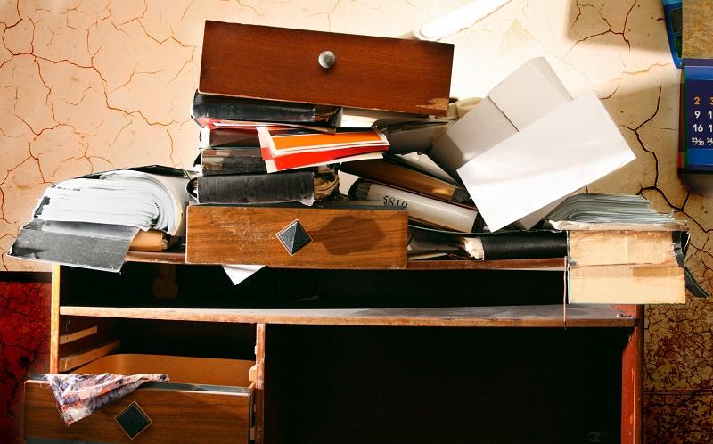 Ordnung im Jugendzimmer halten: Gehen Sie konsequent vor, wenn Arbeitsmaterialien nicht mehr auffindbar sind. (#03)