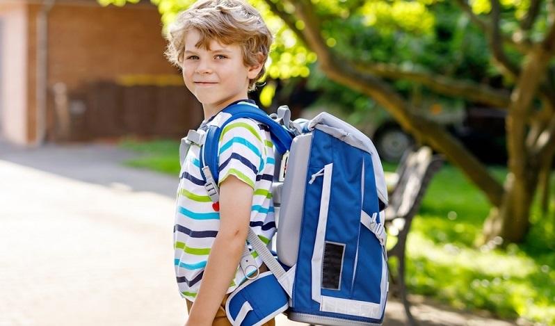 Die meisten Ranzen können mehrfach verstellt werden und sollten dem Wachstum des Kindes angepasst werden. (#04)