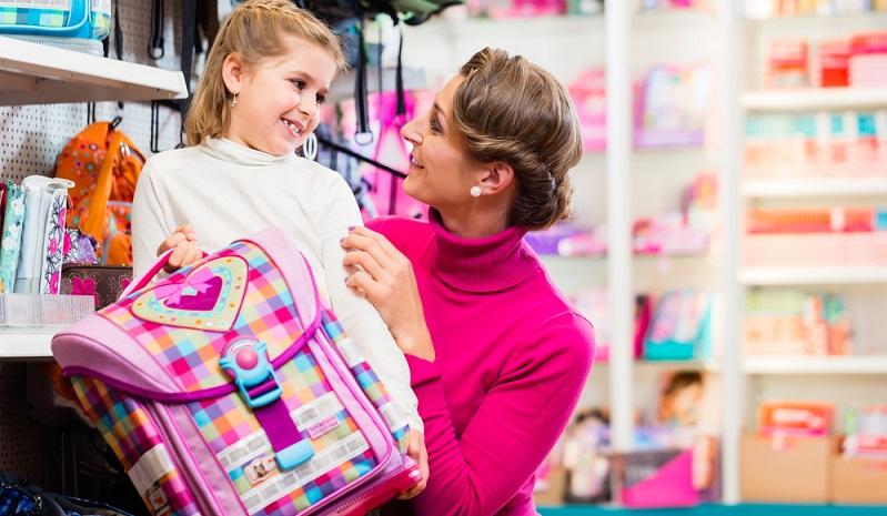 Der Kauf des Schulranzens ist für jedes Kind ein großes Ereignis und ein Meilenstein hin zu einem neuen Entwicklungsstadium. Für die meisten Kinder steht selbstverständlich das Design im Vordergrund und es ist auch sinnvoll, das Kind mitentscheiden zu lassen. (#02)