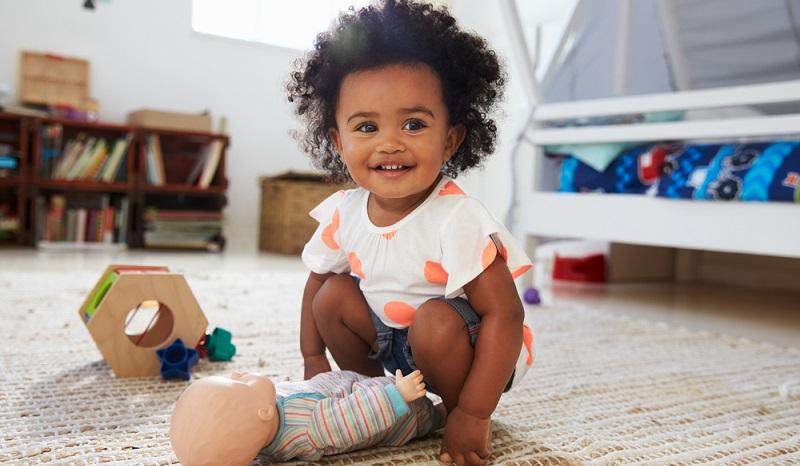 Puppen gehören zur Entwicklung des Kindes dazu. ( Foto: Shutterstock- Monkey Business Images )
