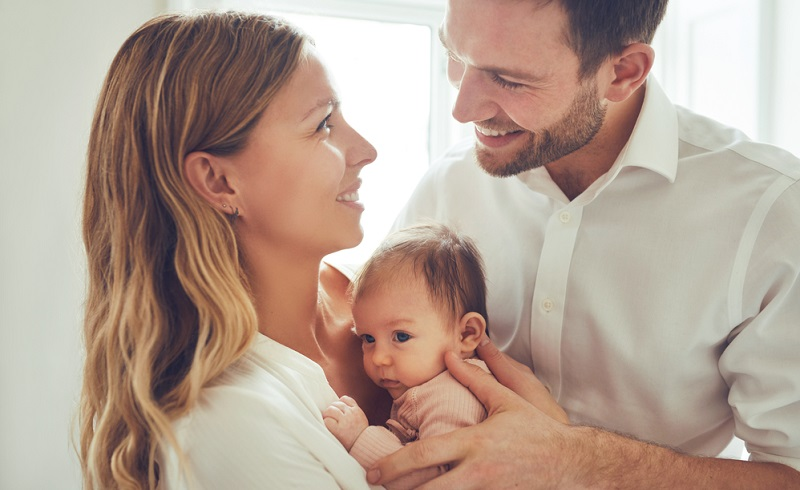 Obwohl Individualität in unserer Gesellschaft so wichtig ist, wie nie zuvor in der Geschichte der Menschheit, entscheiden sich die meisten Eltern für beliebte Vornamen.