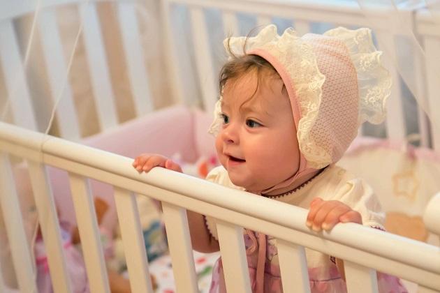 Ein passendes Kinderbett, damit sich die Kinder geborgen fühlen und zudem gesund und sicher liegen, ist deshalb sehr wichtig. (#02)