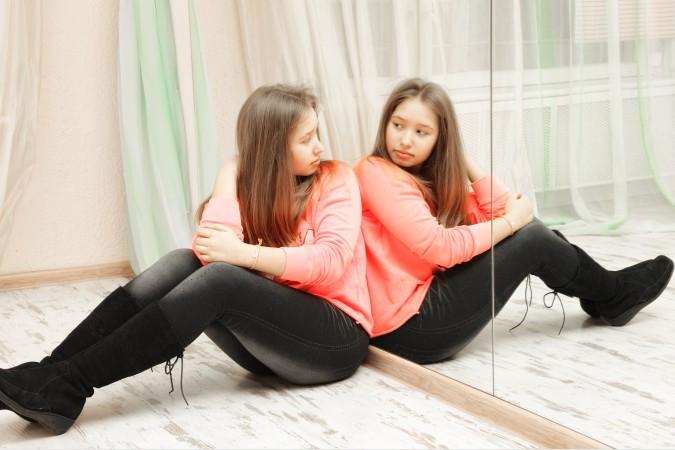In der Pubertät zeigt sich schnell, wie dringend es ist, das Selbstwertgefühl zu steigern. Wenn sich der Körper verändert, neigen Mädchen und Jungs dazu, mit ihrem Körper unglücklich zu sein. Sei es das Gewicht, oder die Pickel im Gesicht. Hier gilt es gegenzusteuern. (#2)