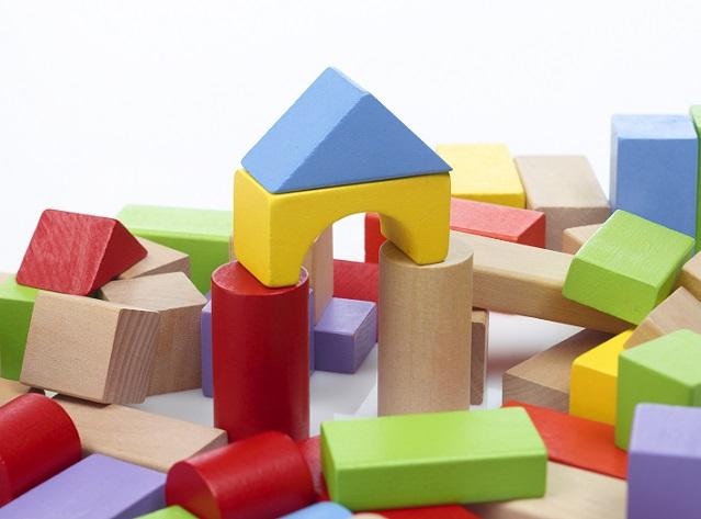 Die gesundheitliche Unbedenklichkeit muss bei Farben und Lackierungen in jedem Fall ausgeschlossen werden, damit die lieben Kleinen sich mit dem Holzspielzeug rundherum wohlfühlen.(#02)