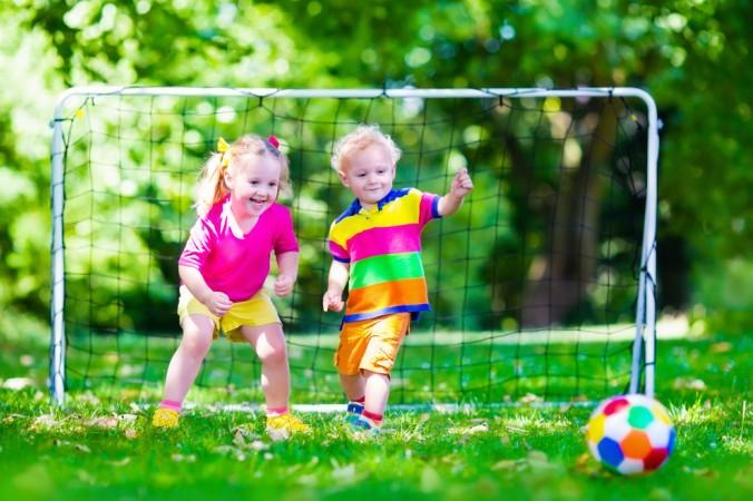 Organisierte Sporttuniere sind nicht nur was für Erwachsene - auch die Kleinen haben schon Spaß beim Fußball. (#2)