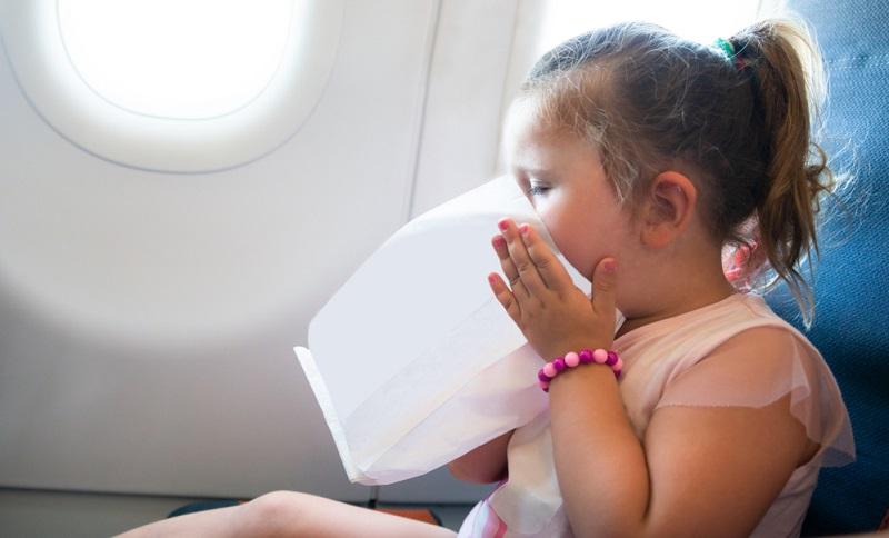 Ständiges Erbrechen treten auch bei Flüge in den Urlaub auf.