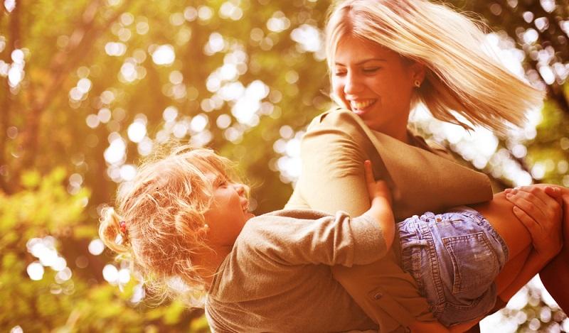 Gelassenheit ausstrahlen, das ist leicht gesagt, doch tatsächlich hilft es den Kindern gegen Stress, wenn die Großen ihnen eine gewisse Entspanntheit vorleben. (#04)