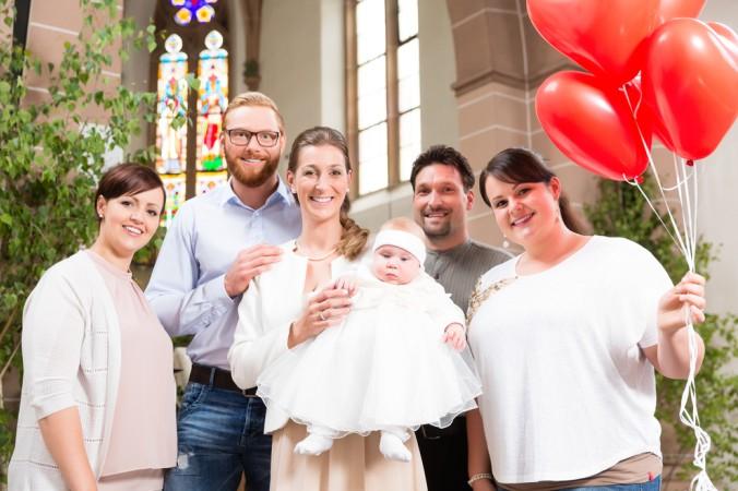 Ganz egal ob großes Tauf-Event mit der ganzen Familie und allen Freunden oder ein kleines Fest mit den Paten, den Eltern und dem Täufling - richtig ist, was Freude bringt. Eine schöne Tauf-Einladungskarte macht jeden Gast glücklich. (#4)