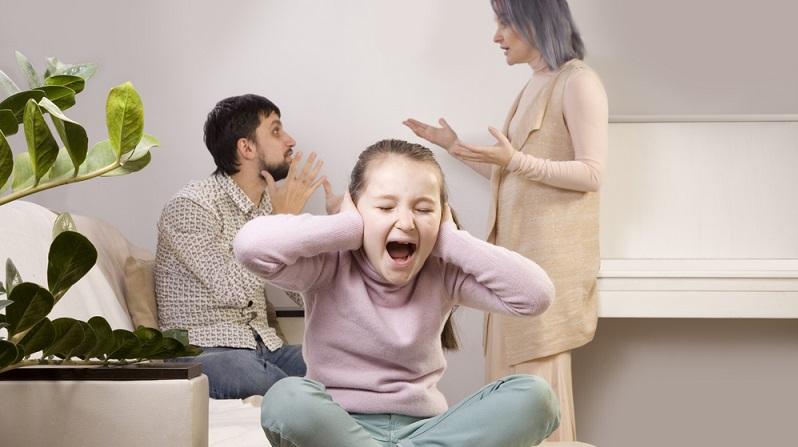 Für die gemeinsamen Kinder ist eine Trennung immer ein Umbruch. Oftmals geben sich Kinder die Schuld an der Trennung, denn sie können den Grund nur schwer verarbeiten. (#01)