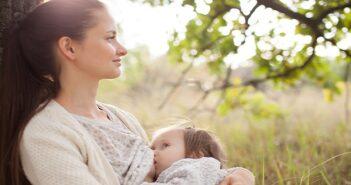 Umstellung Muttermilch auf Beikost: Wie funktioniert das?